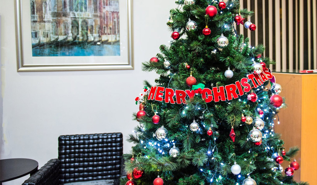 Bring Christmas Decorating to the Workplace